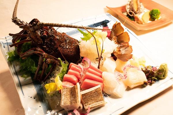 【3月4月贅沢懐石】~伊勢海老のお刺身と和牛又は活鮑の選べる陶板焼き~1泊2食付きプラン