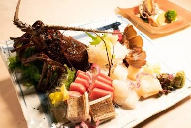 【4月贅沢懐石】~伊勢海老のお刺身と和牛又は活鮑の選べる陶板焼き~1泊2食付きプラン